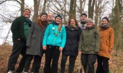 Gruppenbild im Wald mit alter und neuer Bundesleitung und Silke